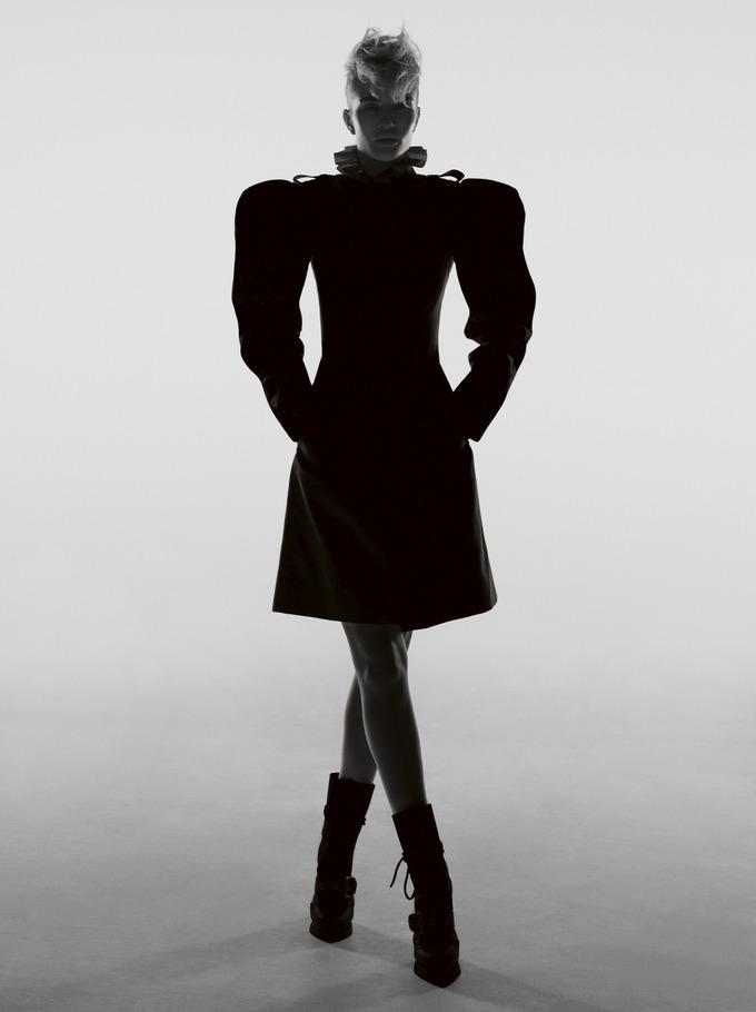 Розі Хантінгтон-Уайтлі в мужнїй фотосесії для Garage Magazine