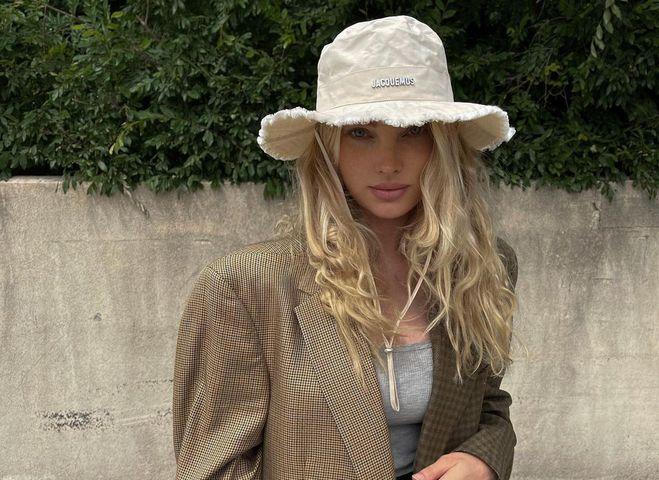 Эльза Хокс в модной панаме Jacquemus