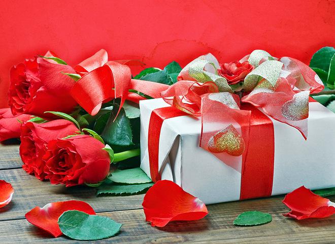 Какой подарок подарить на годовщину свадьбы молодоженам