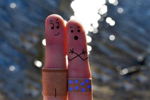 Обьясняя на пальцах