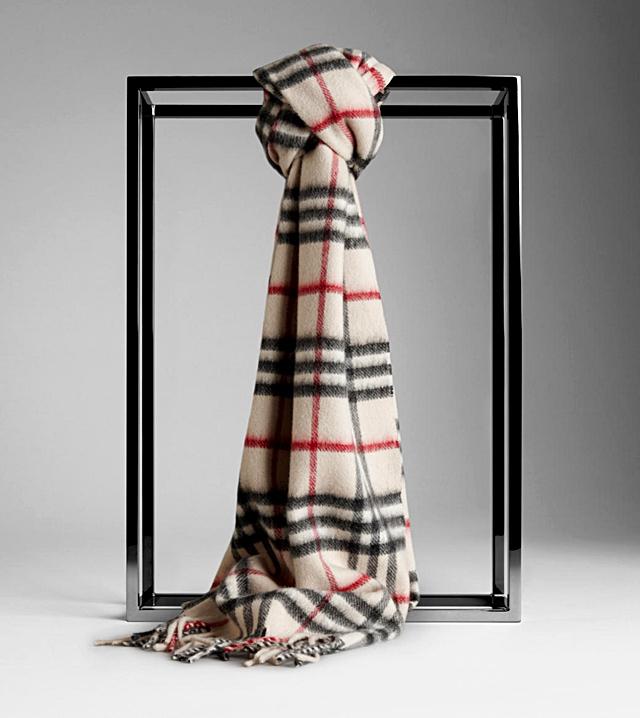 5 речей, які потрібно прикупити в UK: шерстяні шарфи
