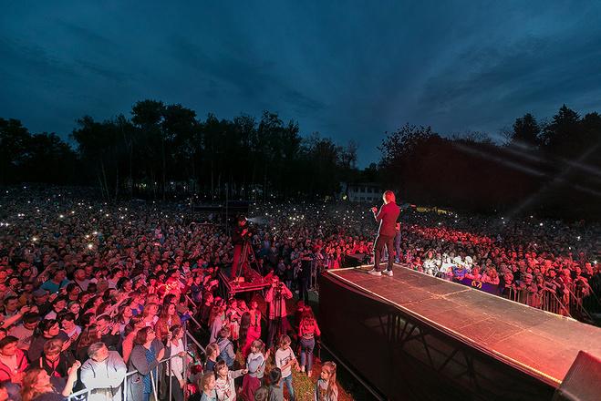 Олег Винник дав концерт у пам'ять про батьків