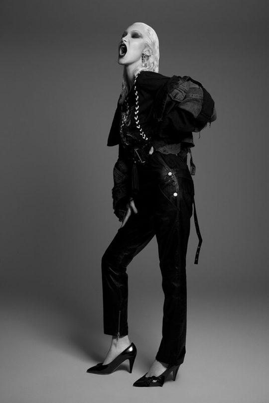 Белла Хадид кардинально сменила имидж в новой фотосессии