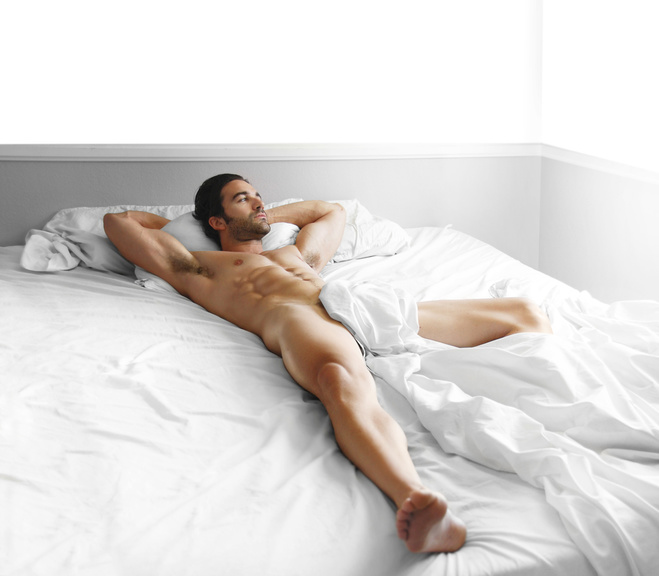 Фото спящих мужчин без трусов сделали