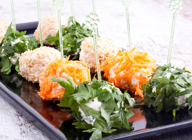 Закуски на Новый год: рецепты сырных шариков