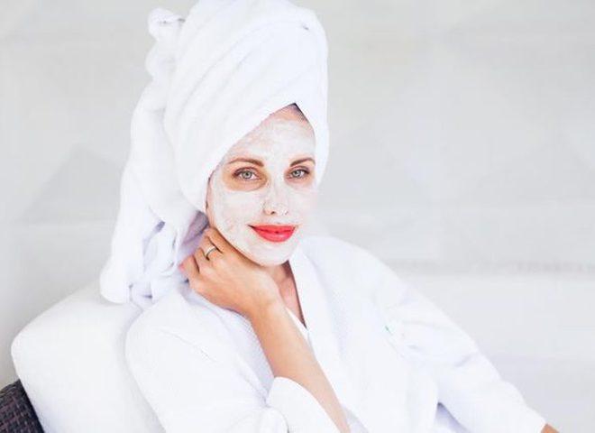 Як зволожити обличчя: маски з мінеральною водою