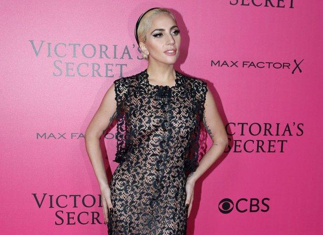 Леди Гага сменила четыре образа на Victoria's Secret Fashion Show 2016