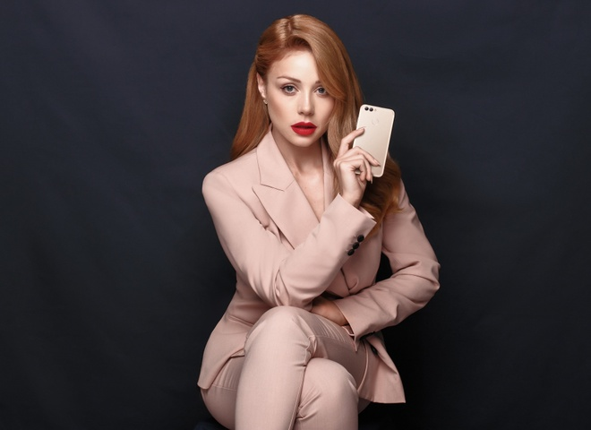 Тина Кароль стала лицом бренда Huawei в Украине