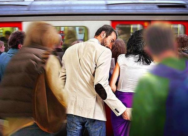 Сексуальные домогательства в общественном транспорте