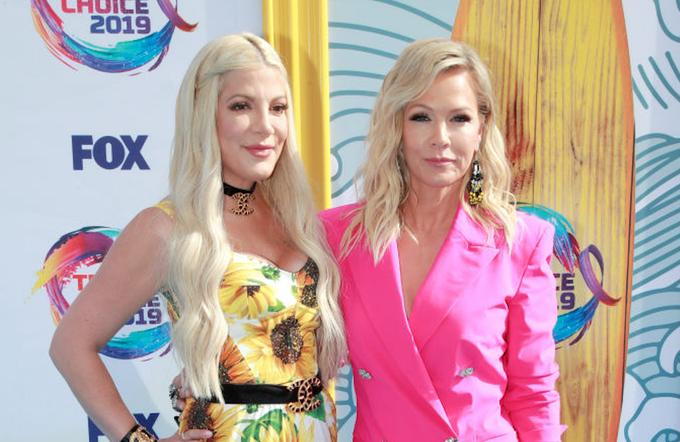 """Актриси """"Беверлі-Хіллз, 90210"""" в сміливих нарядах на Teen Choice Awards 2019"""