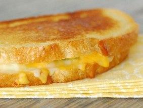 Чесночный бутерброд с сыром в духовке