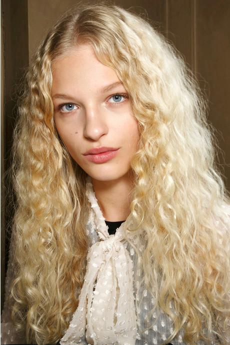 5 модних зачісок на осінь 2016