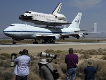 Шаттл Индевор улетел на самолете в Лос-Анджелес