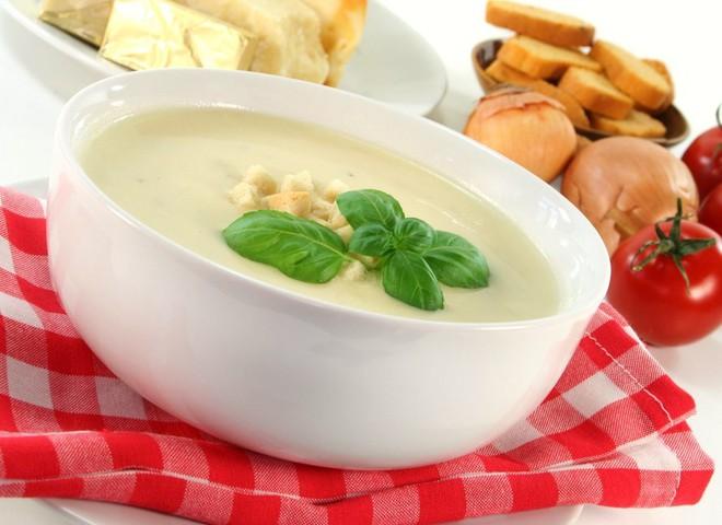 готовь сырный суп с грибами, луком или ветчиной