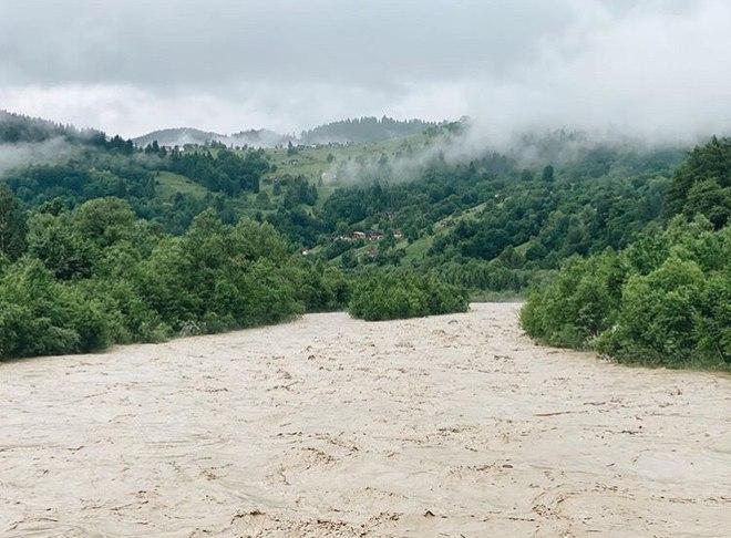 Alina Pash застала наводнение в Карпатах