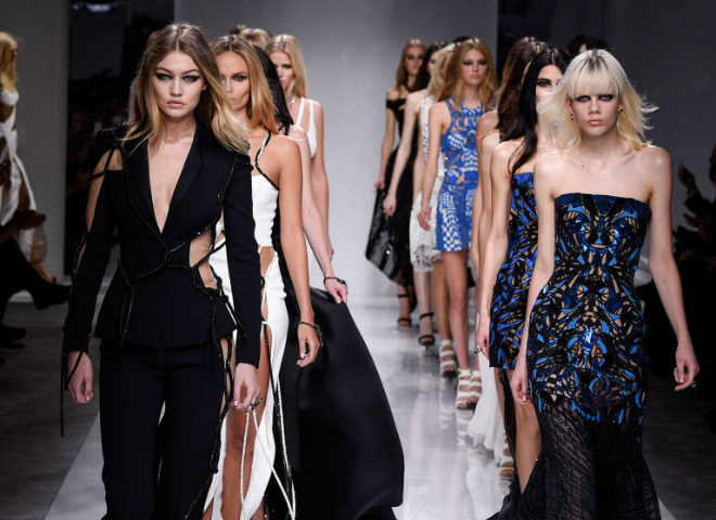 Эмодзи от Versace
