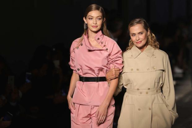 Лорен Хаттон і Джіджі Хадід на показі Bottega Veneta
