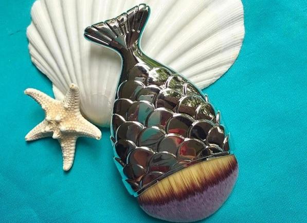 Кисти для макияжа в виде рыбьих хвостов