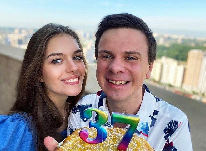Дмитрию Комарову — 37: как известного путешественника поздравила молодая жена и коллеги