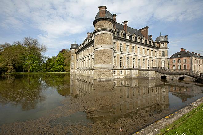 Замки на воде: Замок Белёй, Бельгия