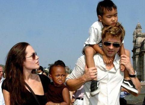 Джолі і Пітт: життя зіркової пари в фотографіях
