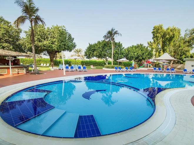 Holiday International Sharjah  4*