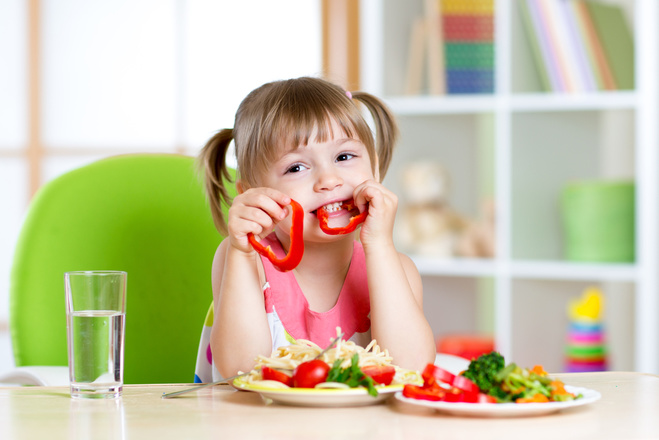 Чого не варто говорити під час прийому їжі дітей