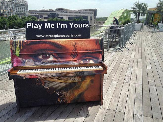 """""""Play Me, I'm Yours"""": британський проект, який об'єднує людей по всьому світу"""