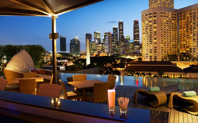 Готель з басейном на даху