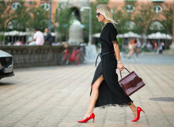 З чим носити червоні туфлі: street style образи