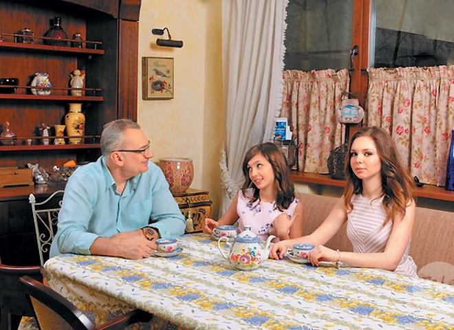 Костянтин Меладзе з дочками