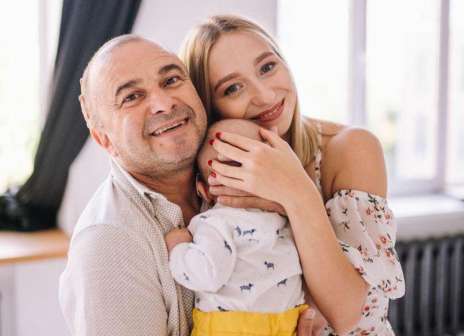 Екатерина Репяхова и Виктор Павлик с сыном