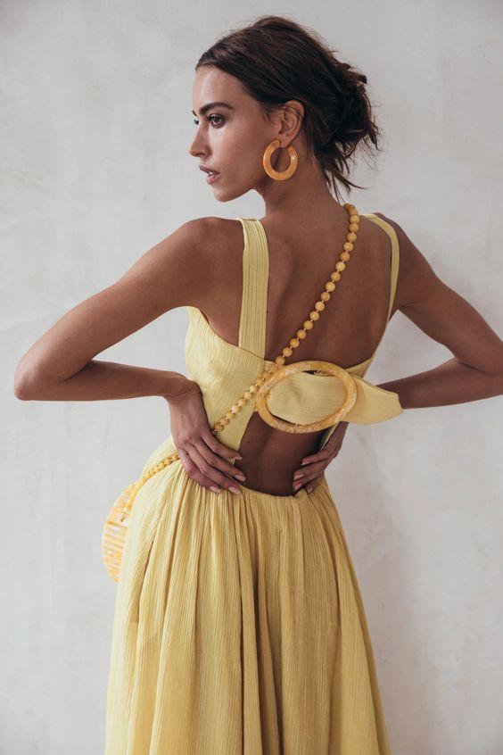 Платье с открытой спиной — тренд сезона весна-лето