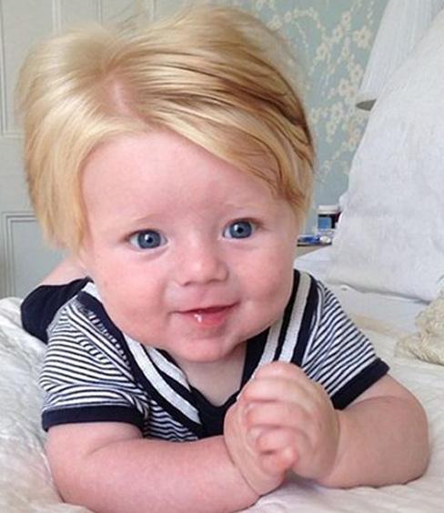 Крошки, которые родились с длинными волосами