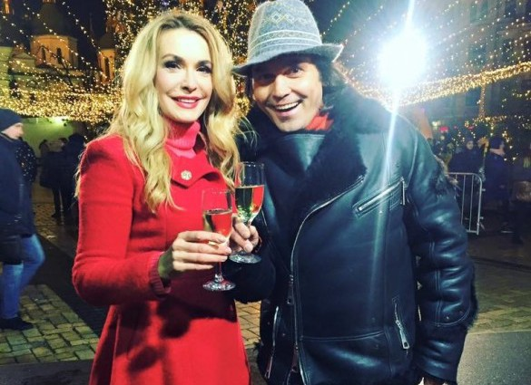 Ольга Сумская отдыхает в заснеженных Карпатах вместе с мужем Ольга Сумская отдыхает в заснеженных Карпатах вместе с мужем
