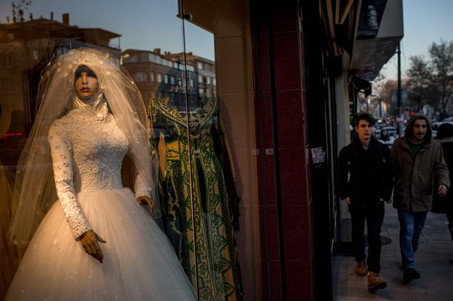 Рафинад в перчатке и замужество в 12 лет: свадебные традиции в разных странах мира