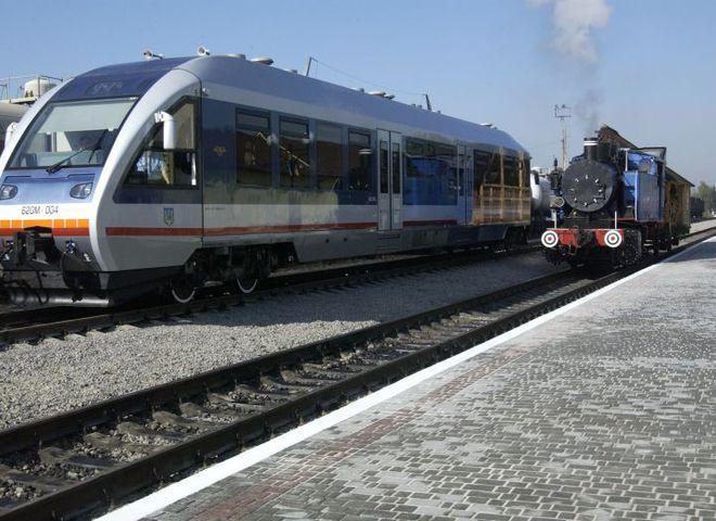 """""""Укрзалізниця"""" призначила 4 додаткові поїзди на Трійцю"""