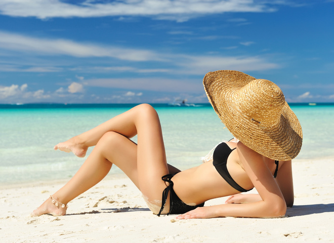 Дівчина на пляжі