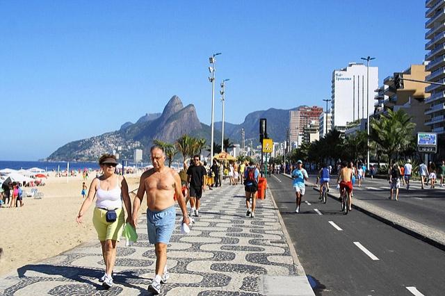 Топ-5 лучших городских пляжей в мире: пляж Ипанема, Рио-де-Жанейро, Бразилия