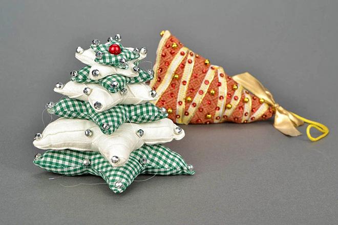 Новогодние игрушки из ткани своими руками