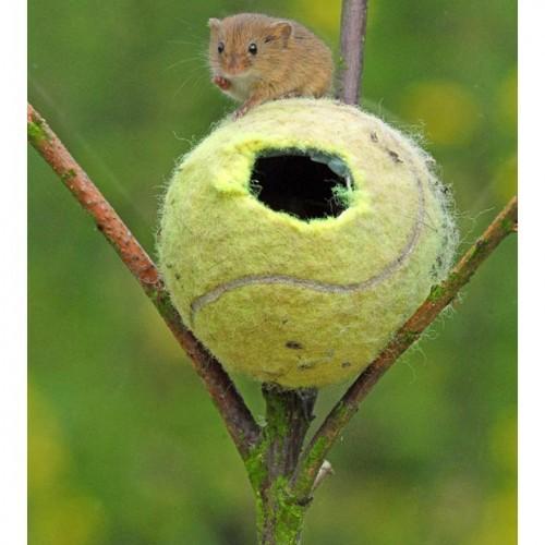 Уютный тенисный мячик