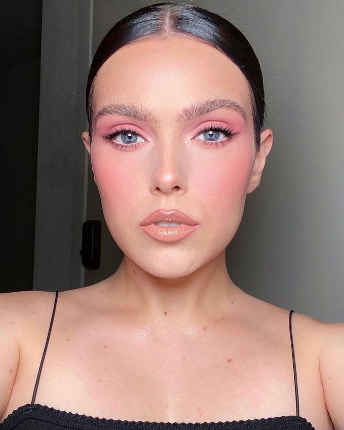 Модный макияж в розовых оттенках