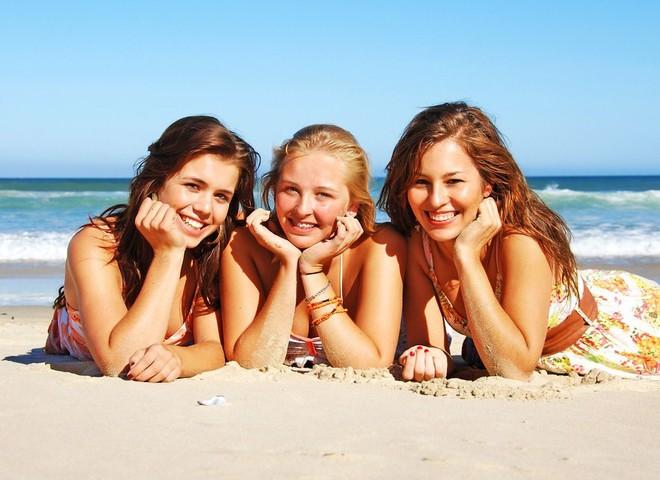 Собиря косметичку на курорт, не забудь о защитных средстах от солнца