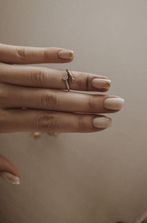 Светло-молочный: nail-эксперты ответили, какой маникюр станет тендовым в 2020 году