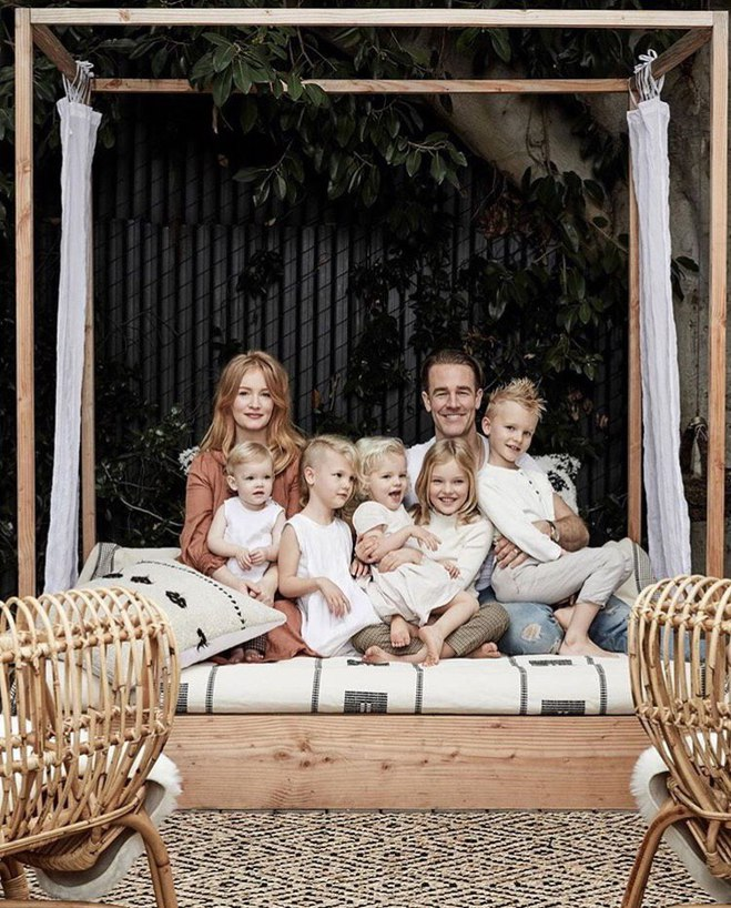 Джеймс Ван Дер Бик с семьей