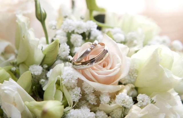 Красива листівка з весіллям