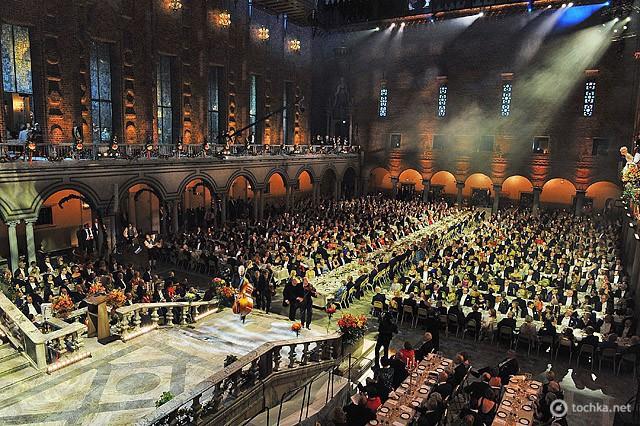 Де зустріти принца: принц Карл Філіп Шведський, Стокгольмська ратуша, звану вечерю церемонії вручення Нобелівської премії