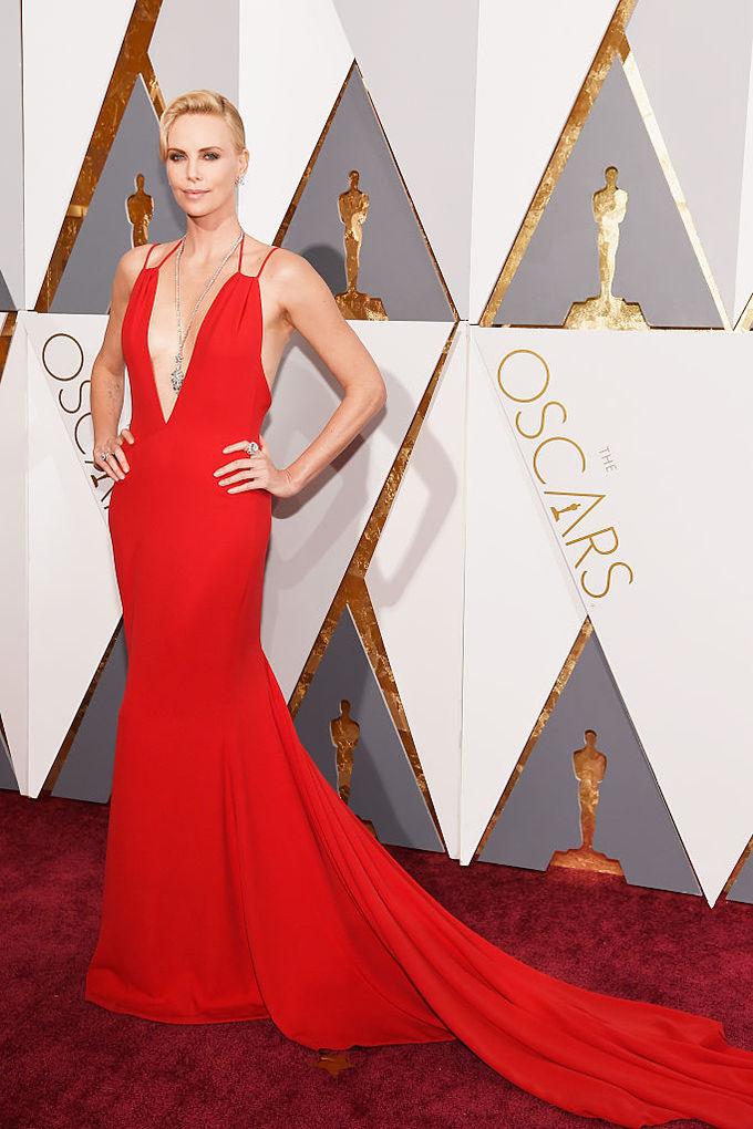 Легендарні червоні сукні зірок