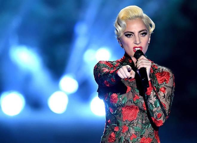 Леди Гага закрутила новый роман, недожидаясь примирения сТейлором Кинни