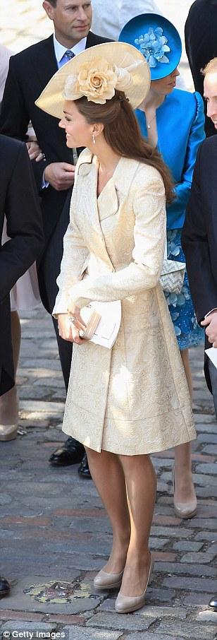 Кейт Міддлтон в однаковому платті-пальто: 2011